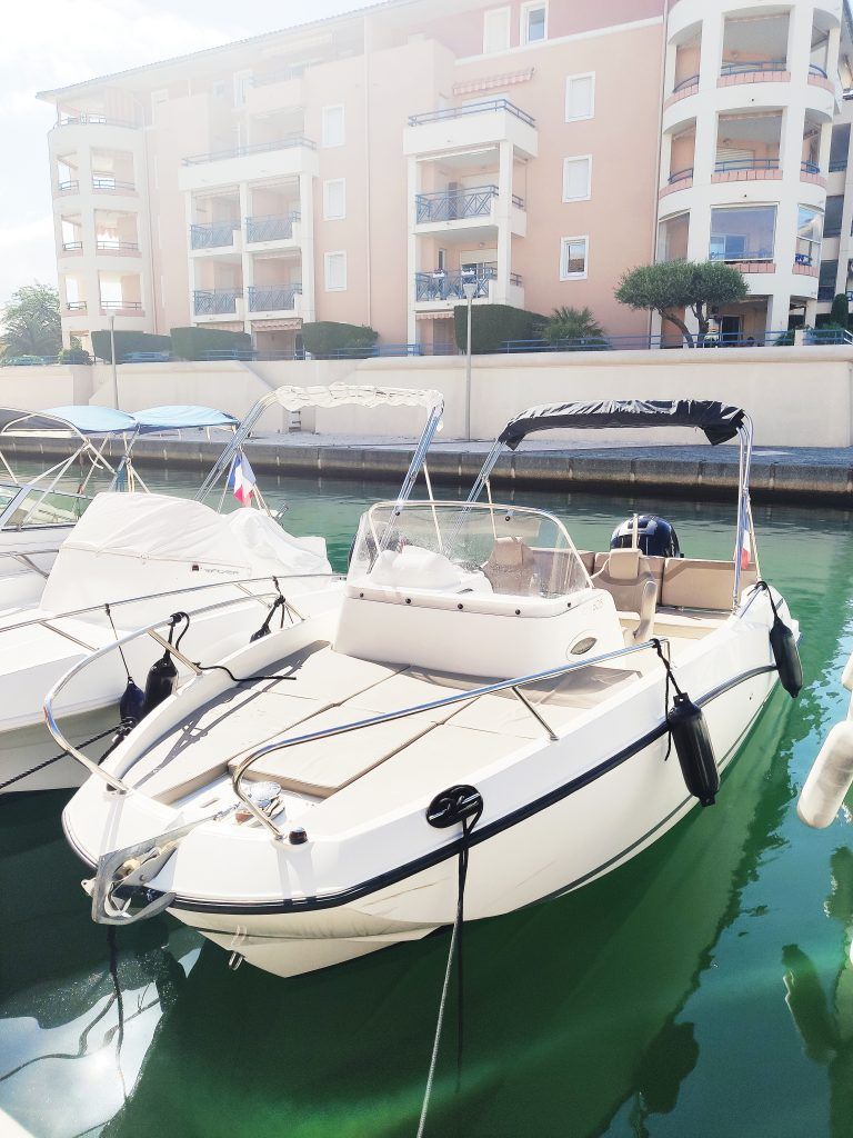 quicksilver 605 sundeck en location à port fréjus